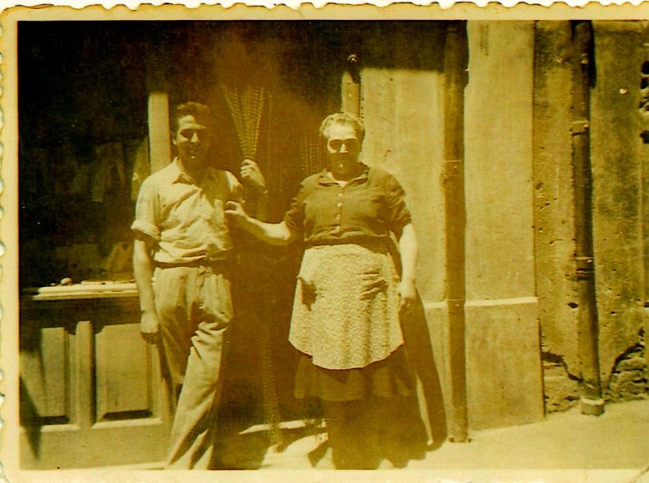 Nuestra abuela fundadora María Escolano y padre Tomás Sanz